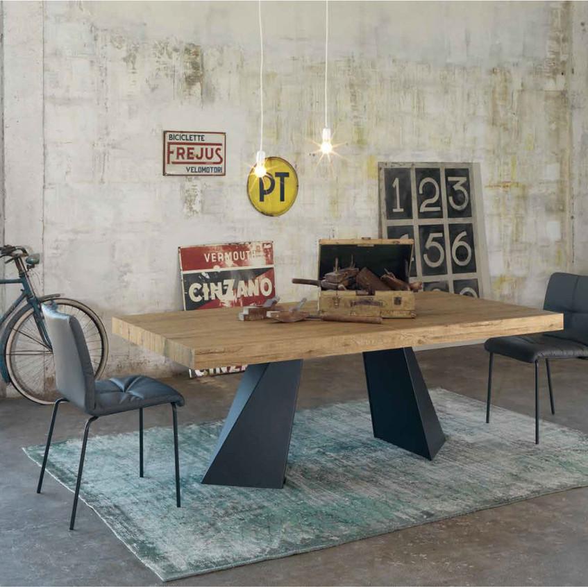 Tavolo con gambe in metallo verniciato e piano fisso o allungabile