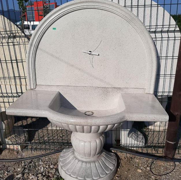 Стенна чешма с поставка и гладък гръб - 555лв