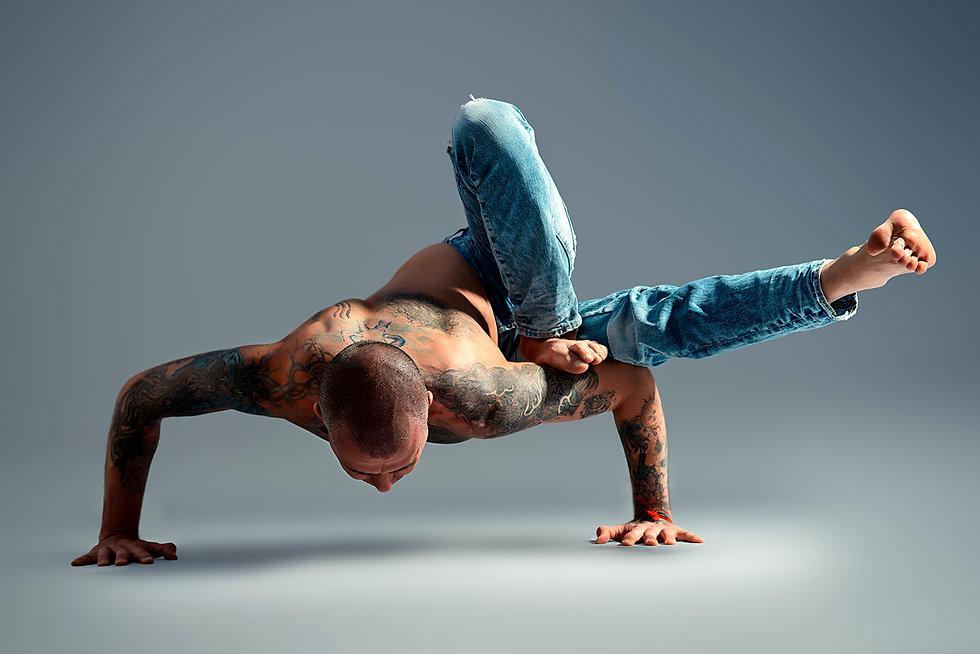 15-Famous-Men-Who-Do-Yoga.jpg