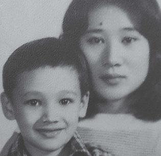 王湯尼與母親_edited.jpg