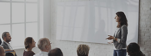 Coach spricht for Teilnehmern