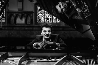 Peter James - Piano Vocalist
