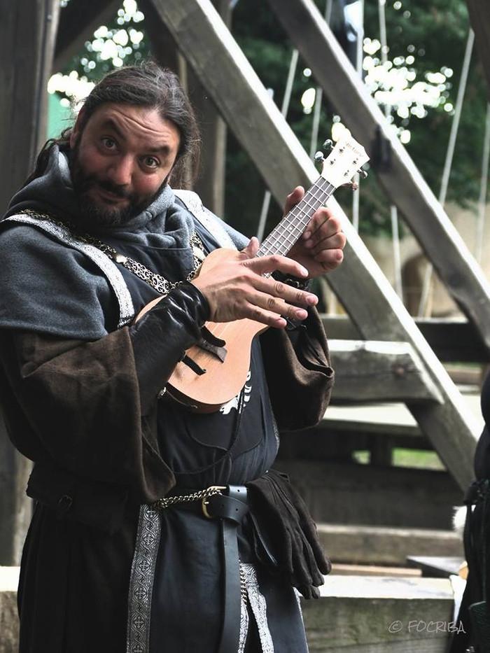 Ritter Vasi übt sich in Musik