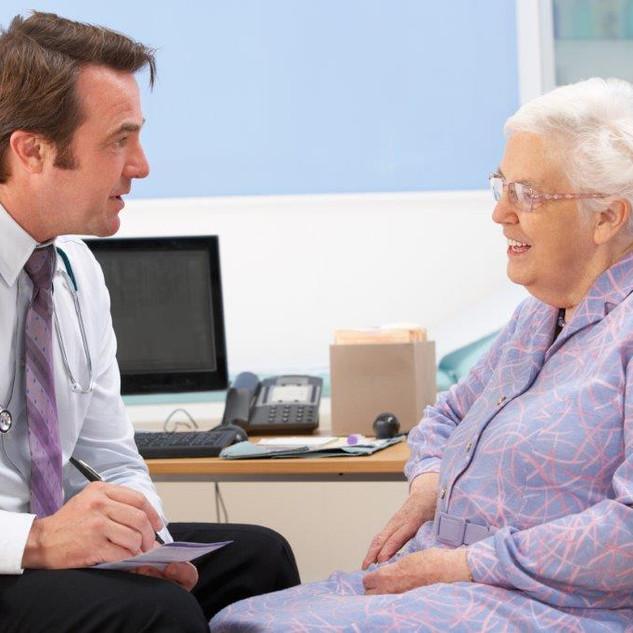 idosa_medico_consulta_clinica_senior_ss_