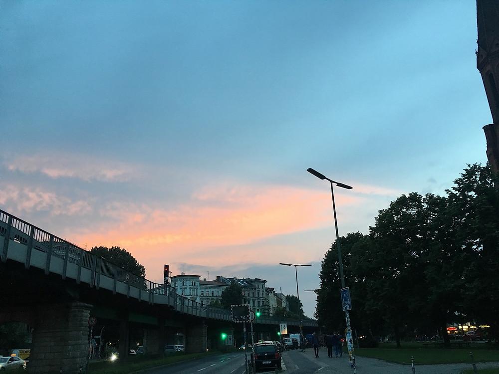 Kreuzberg civarında gün batımı
