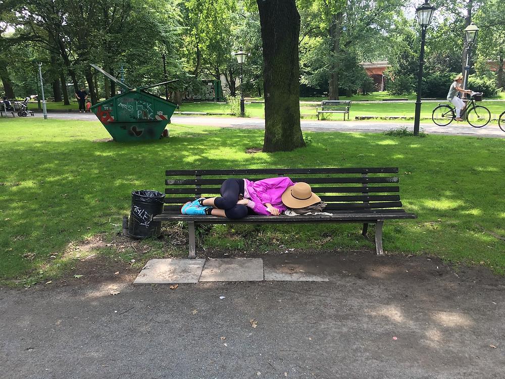 Berlin parklarında uyuyan İrem