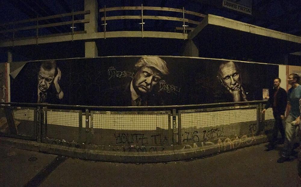 Berlin'deki sokak sanatından... aslında bir reklam