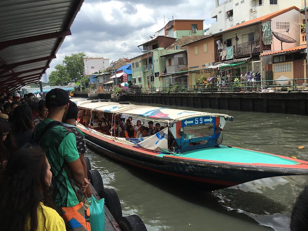 Bangkok'ta nehir ulaşımı