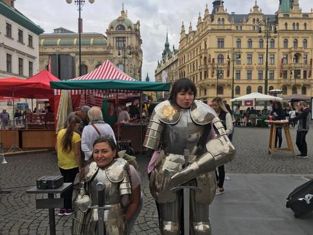 Ortaçağ Dekorunda Bir Şehir: Prag