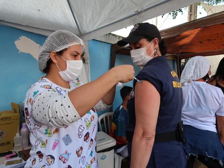 Bora vacinar! São Gonçalo recebeu 47 mil doses de CoronaVac, Astra e Pfizer