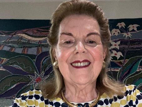 Leyla Lobo: uma poeta intimista, por Regina Alves