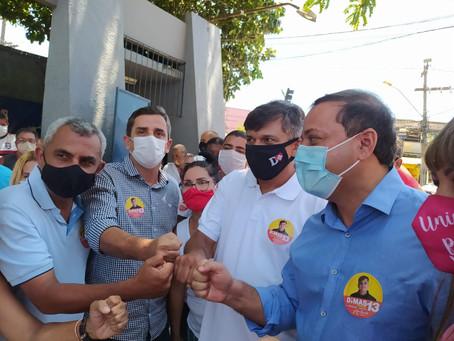 Dimas e Marlos chegaram pra votar ao lado dos prefeitos de Niterói e Maricá
