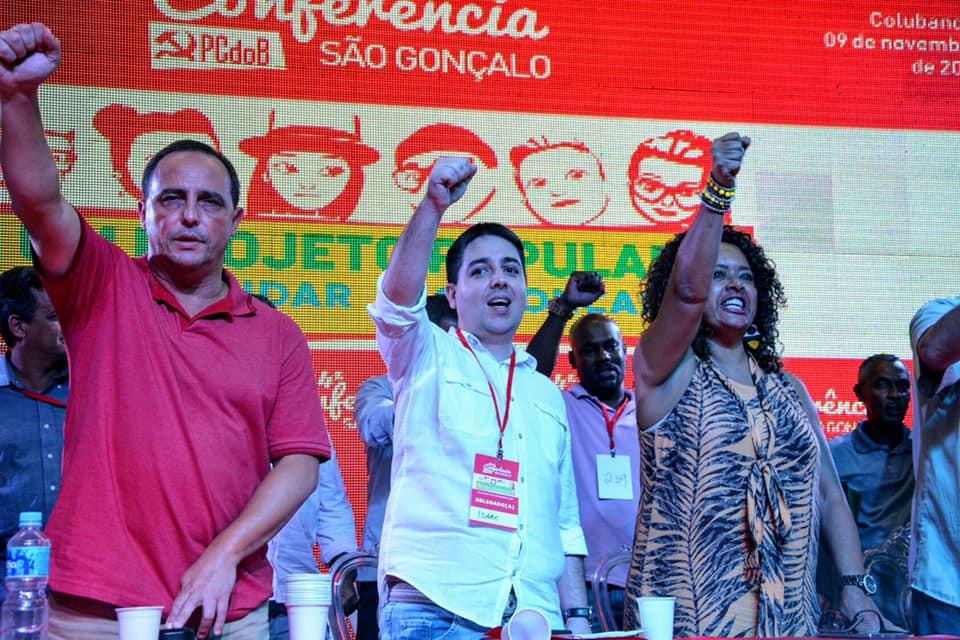 Ricalde (centro) ao lado dos deputados estaduais Waldeck Carneiro (PT) e Enfermeira Rejane (PCdoB)/Foto: Divulgação