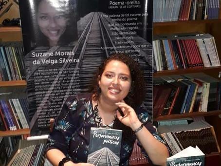 A performance literária na poesia de Suzane Silveira