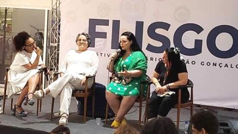 A jornalista Flávia Oliveira mediou painel sobre literatura sem fronteiras/Foto: Divulgação
