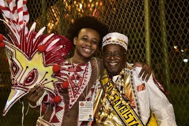 Esticadinho e o neto Tavin Leandro, passista da Viradouro/Foto: Acervo Pessoal