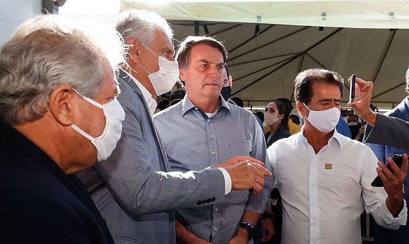 Sem máscara: capitão reformado dispensa acessório até mesmo em inauguração de unidade para atendimento aos infectados pelo vírus - Alan Santos/ PR