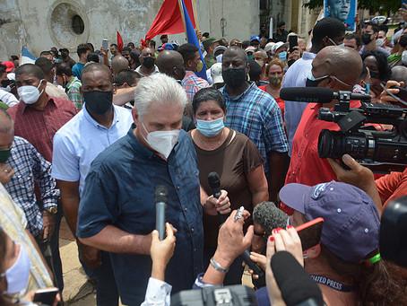 Sob bloqueio criminoso dos EUA, cubanos protestam contra escassez