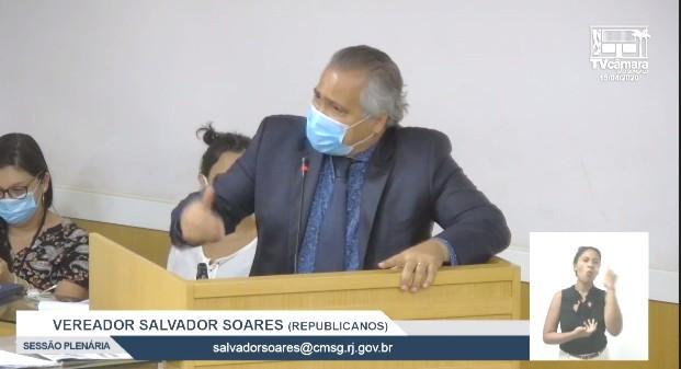 O vereador Salvador Soares, que é bispo da Igreja Universal, assim como seus colegas, usou máscara na sessão/Reprodução TV Câmara