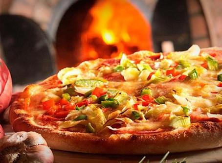 Guia de Compras Daki: Como surgiu a deliciosa e suculenta pizza?
