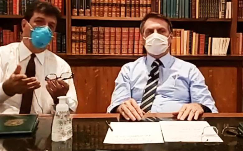 Ministro da Saúde com presidente que disse dias antes que o coronavírus era uma fantasia