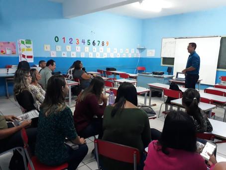 Colunista do Daki realiza minicurso em escola municipal de SG