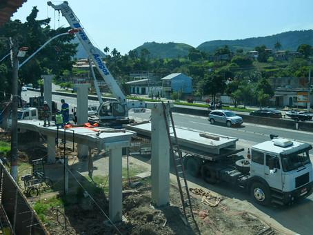 Trecho da RJ-106 será interditado para construção de passarela nesta segunda