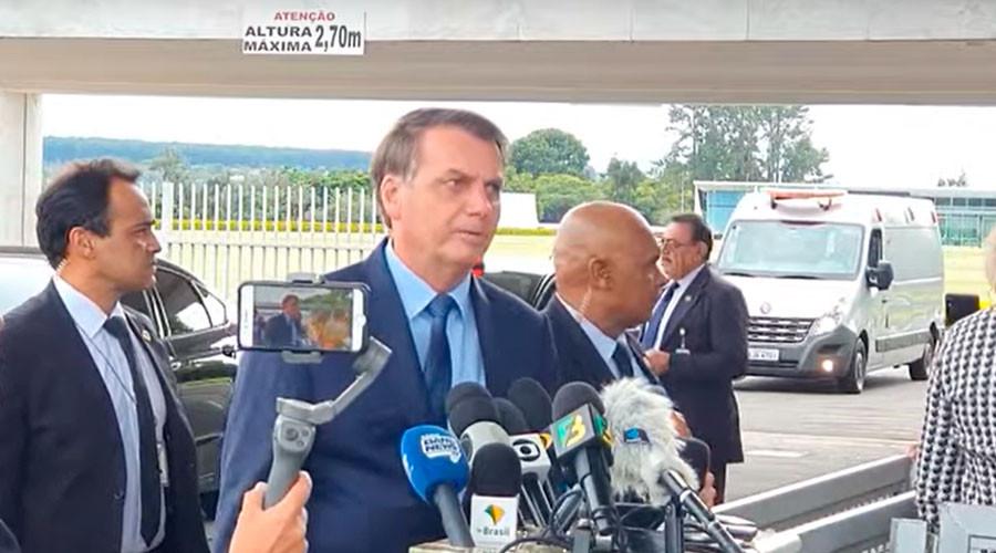 Jair Bolsonaro em entrevista na porta do Palácio da Alvorada (Reprodução)