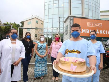 Profissionais do Hospital Oceânico de Niterói são presenteados por moradores