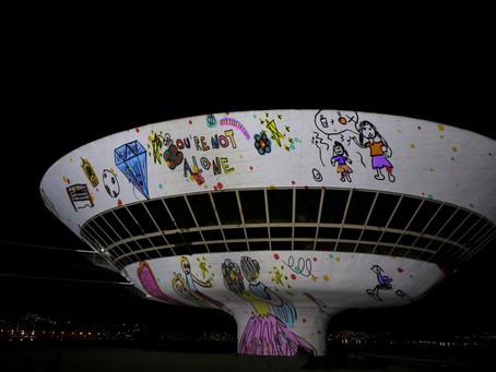 MAC e Caminho Niemeyer ganham projeções em campanha de ajuda a idosos