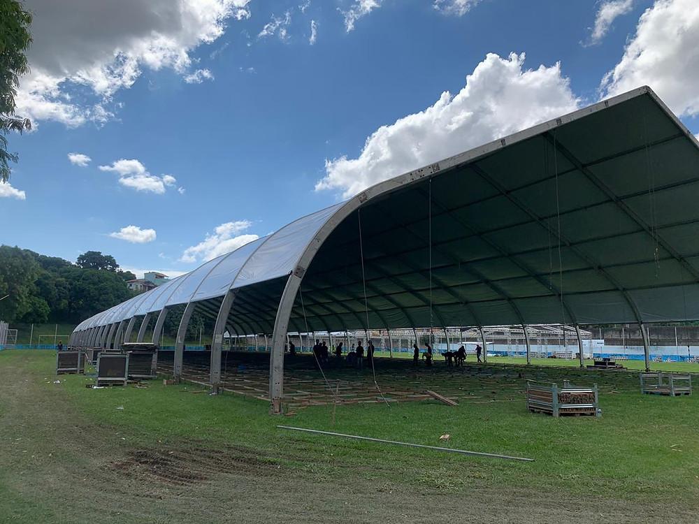 Hospital de campanha sendo construído no Clube Mauá a um custo de R$ 45 milhões/Foto: Divulgação
