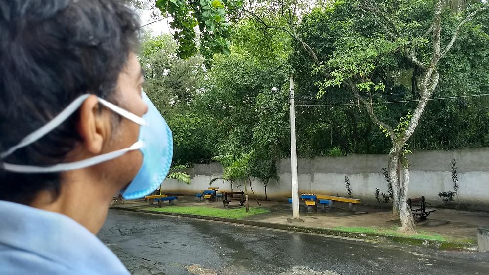 Eu, na área externa de convivência dos internados e visitantes do IETAP/Foto: Cristiana Souza