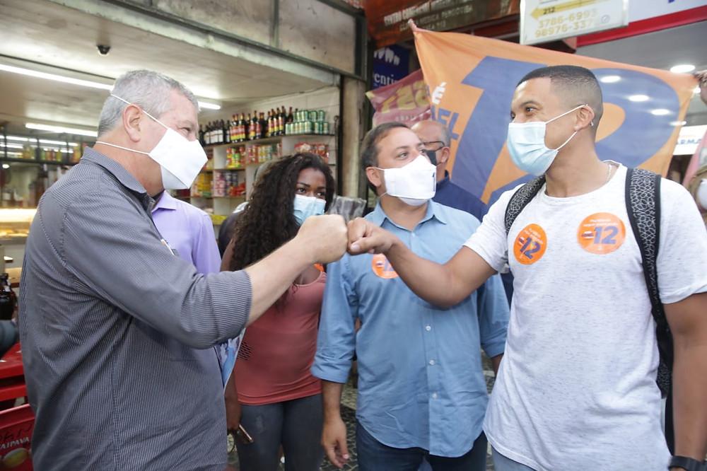 Axel em campanha com o prefeito Rodrigo Neves/Foto: Thiago Côrtes