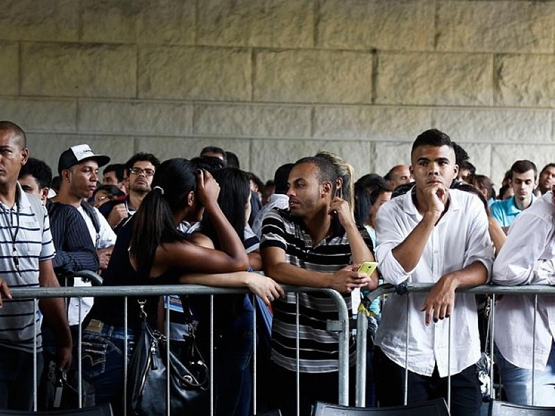 A atuação do presidente Jair Bolsonaro na gestão da pandemia é aprovada por 35% da população, enquanto a dos governadores por 54% - Miguel Schincariol/AFP