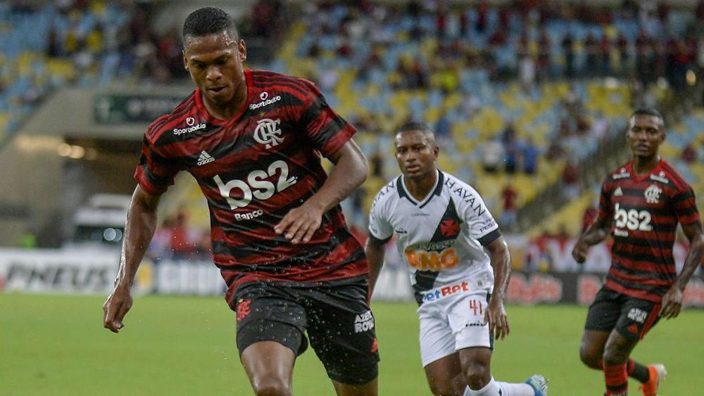 Lucas Silva (em primeiro plano)/Foto: Marcelo Cortes