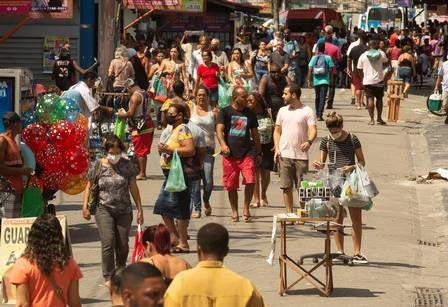 Rua cheia no bairro de Alcântara: para prefeito de São Gonçalo, moradores não estão acreditando nas autoridades/Foto: Yahoo Notícias 8.6.2020