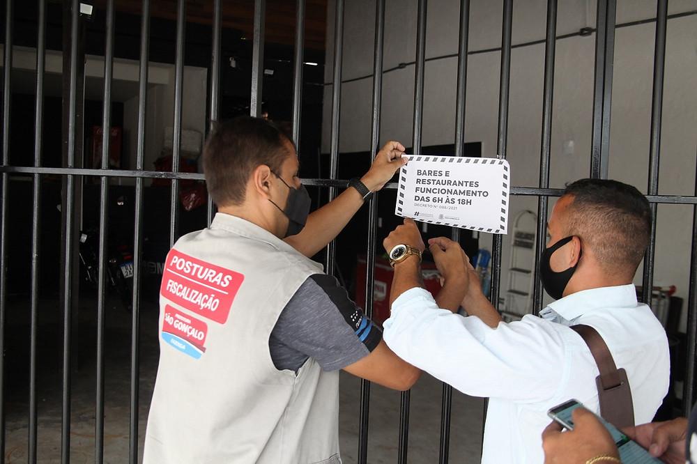 Fiscais percorreram estabelecimentos para garantir o respeito ao decreto/Foto: Divulgação