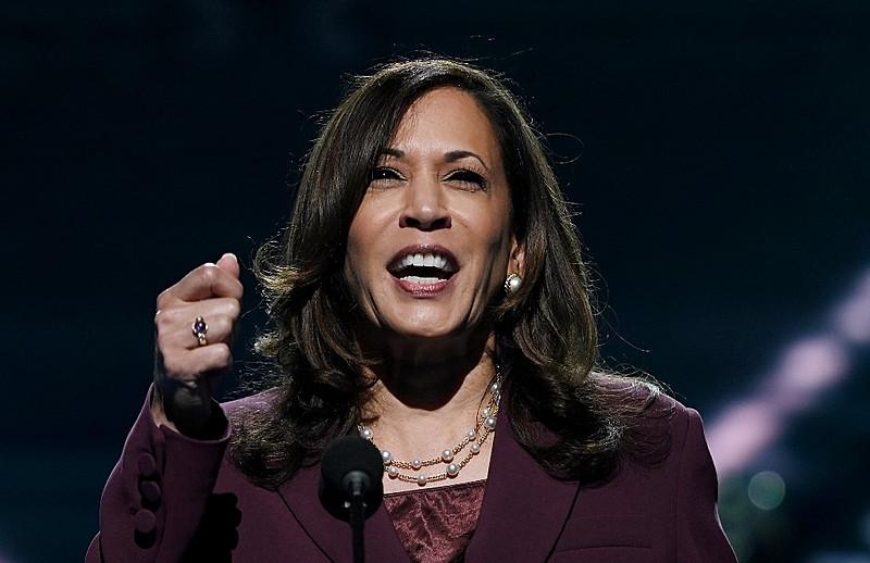 Kamala Harris em discurso na Convenção Democrata que aprovou sua candidatura / Foto: Olivier Douliery/AFP