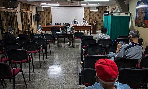 Todos os 900 voluntários são atendidos em duas policlínicas públicas, na região central de Havana, que foram adaptadas para os testes da vacina contra covid-19. / Abel Padrón / Cubadebate