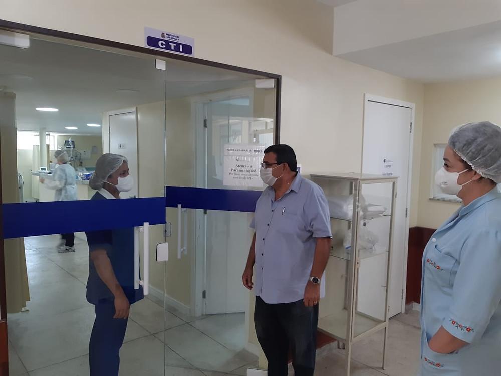 Prefeito José Luiz Nanci visita diariamente o hospital/Foto: Divulgação
