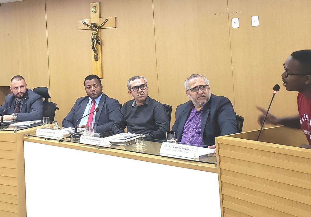 O vereador Jalmir Junior (PRTB), à esquerda, conduziu a audiência/Foto: Divulgação