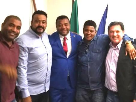 Claudio Rocha toma posse no lugar do vereador cassado Sandro Almeida