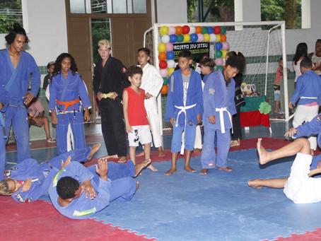 Guarda de SG oferece aulas gratuitas de jiu-jitsu e capoeira