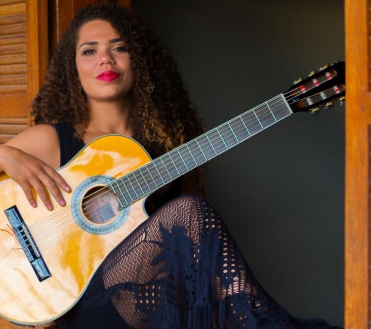 Carol Tavvares: 'Sou amor, luz e transformação' - por Regina Alves