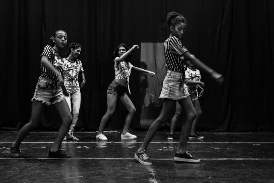 Adolescentes do projeto em apresentação em Maricá/Foto: Divulgação