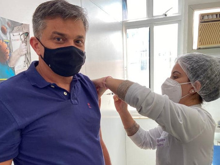 'Governo jogou pra galera', diz Dimas Gadelha sobre vacinação em São Gonçalo
