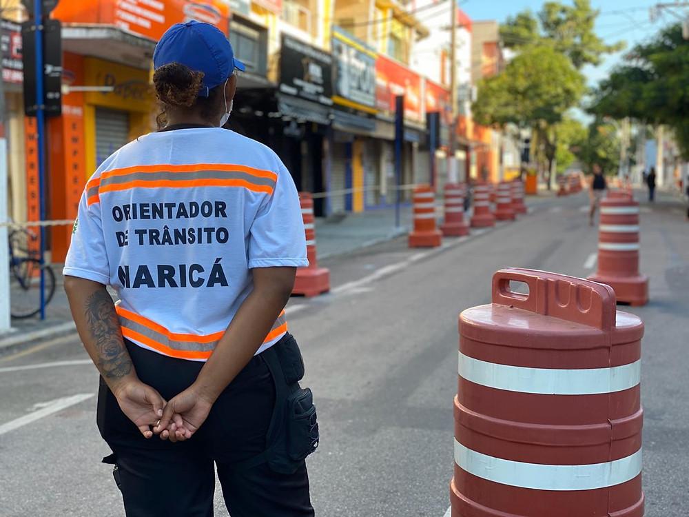 Os orientadores de trânsito estão atuando nos acessos, sob a fiscalização da guarda municipal/Foto: Divulgação