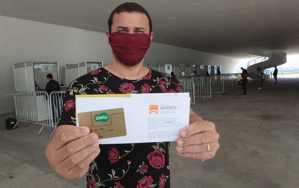 Microempreendedores retiraram cartã com auxílio de R$ 500/Foto: Berg Silva