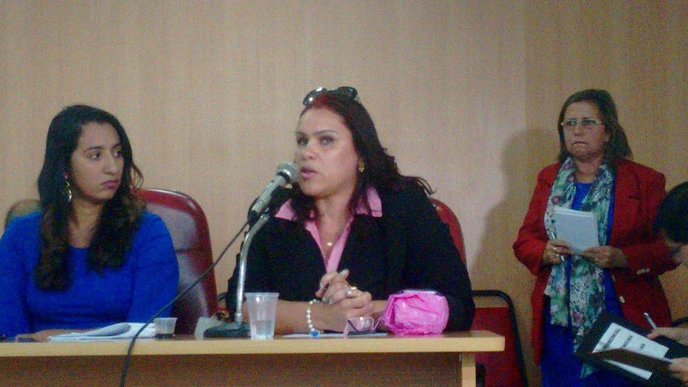 Jaqueline Coutinho ao lado de Simone Batista, representantes da Semed