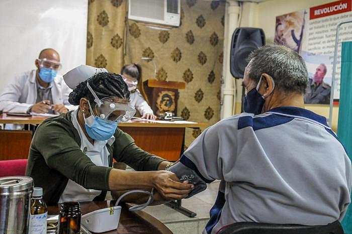 Cuba iniciou, na última segunda-feira (18), a nova etapa da fase 2 de testes da segunda vacina contra o novo coronavírus - José Correa / Granma
